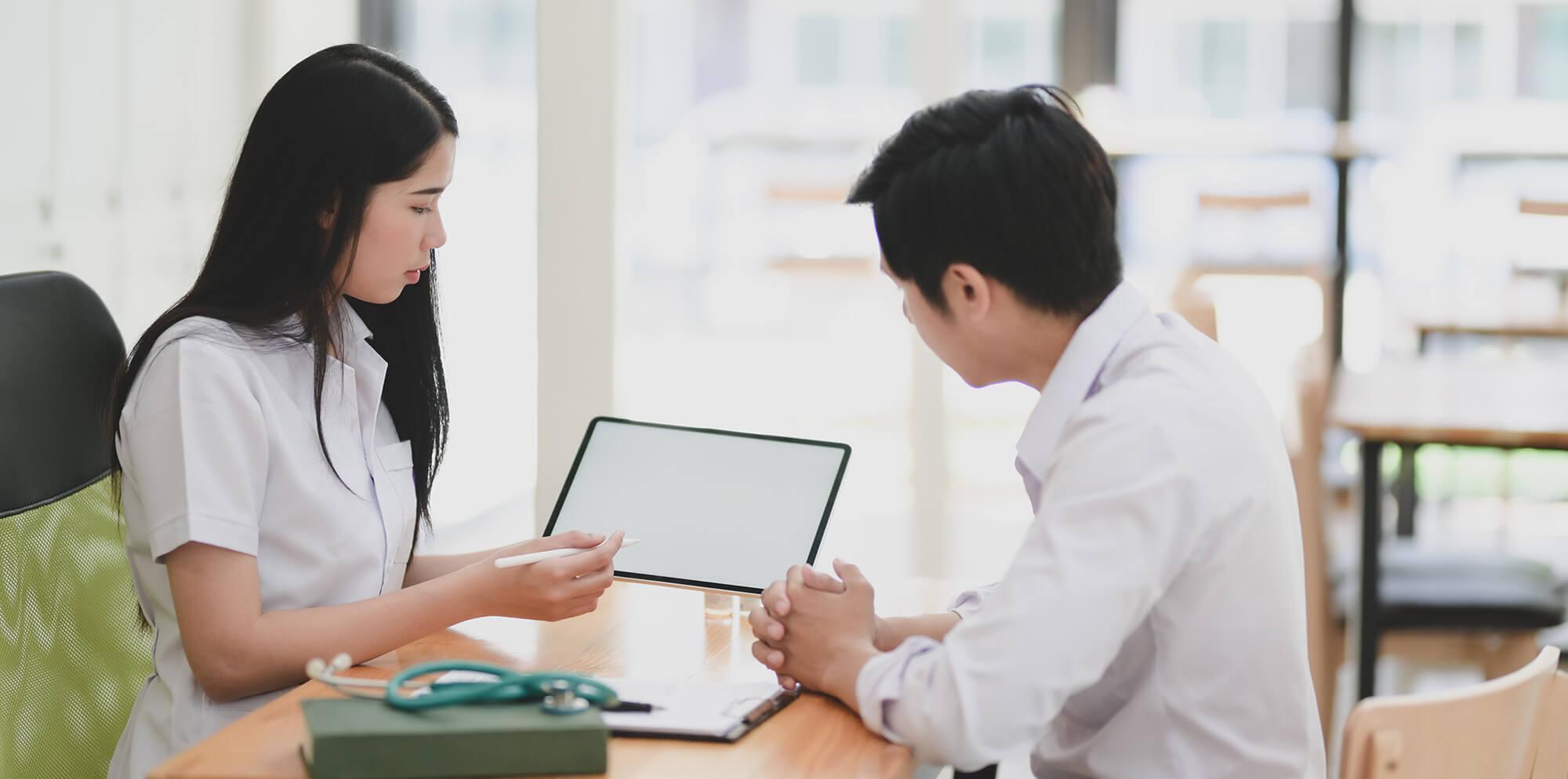 Nurse-discussing-a-lesson- Inspire Nurse Leaders
